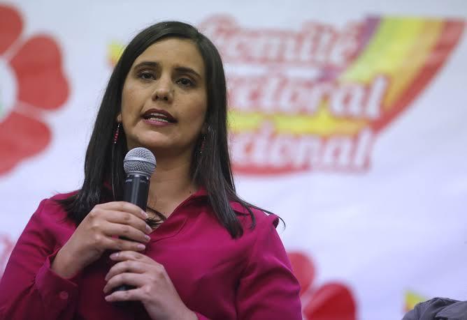 Verónika Mendoza firmó acuerdo para cancelar Tía María si gana la presidencia